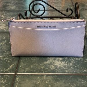 Michael KORS wallet in EUC